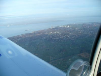 Blick über die linke Tragfläche auf die Nordsee